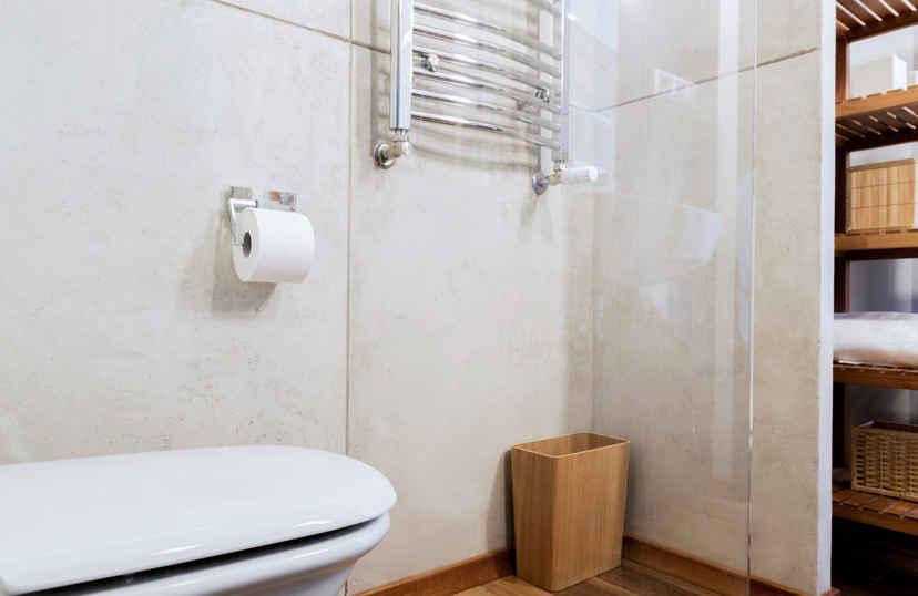Marmer tegels in de badkamer