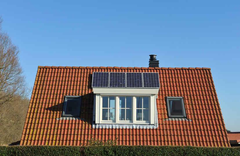 Dakkapel met zonnepanelen