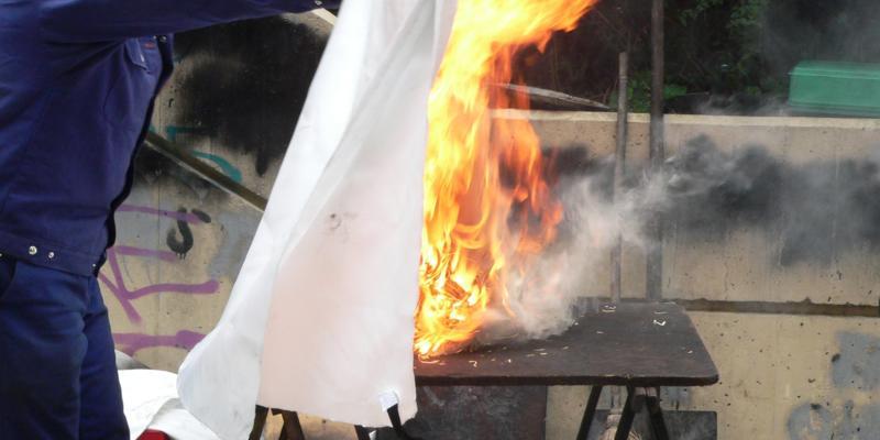 Blussen met branddeken