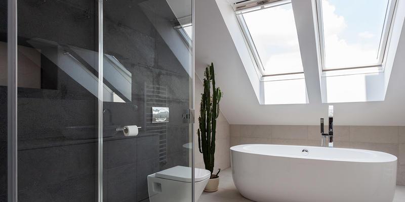 grote zolder inrichten met badkamer