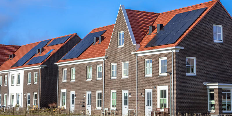 zonnepanelen monteren op schuin dak