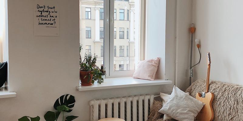 kleine woonkamer met licht
