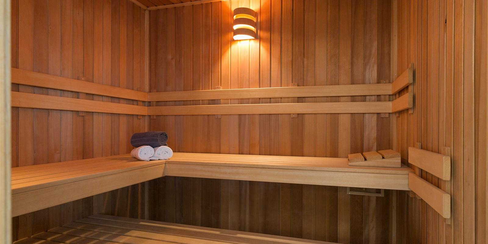 sauna wellness badkamer