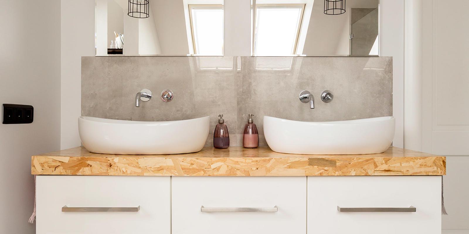 hout in landelijke badkamer