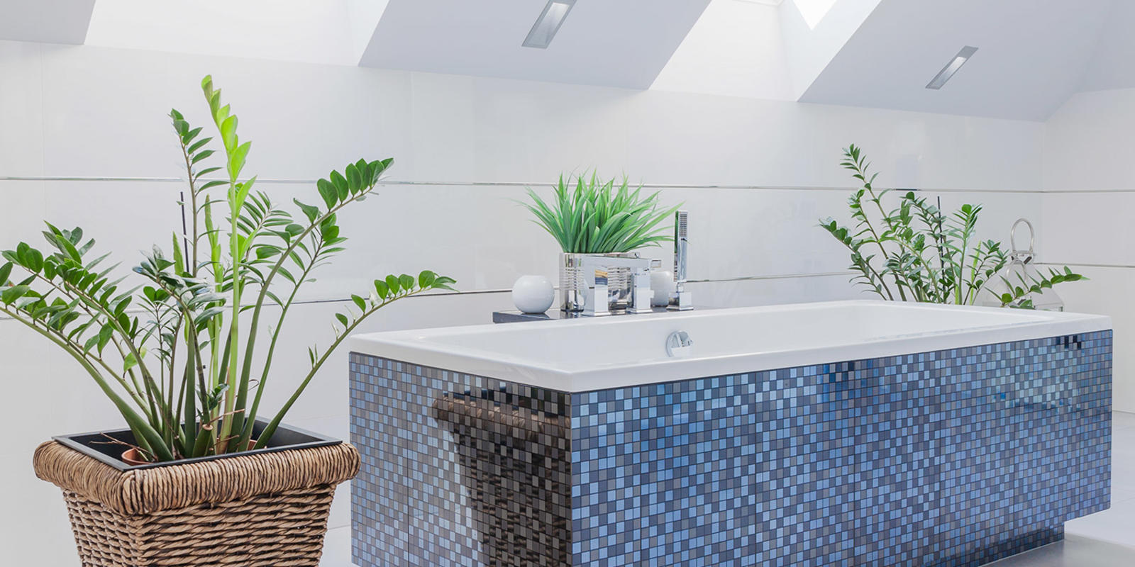 ligbad met badombouw plaatsen