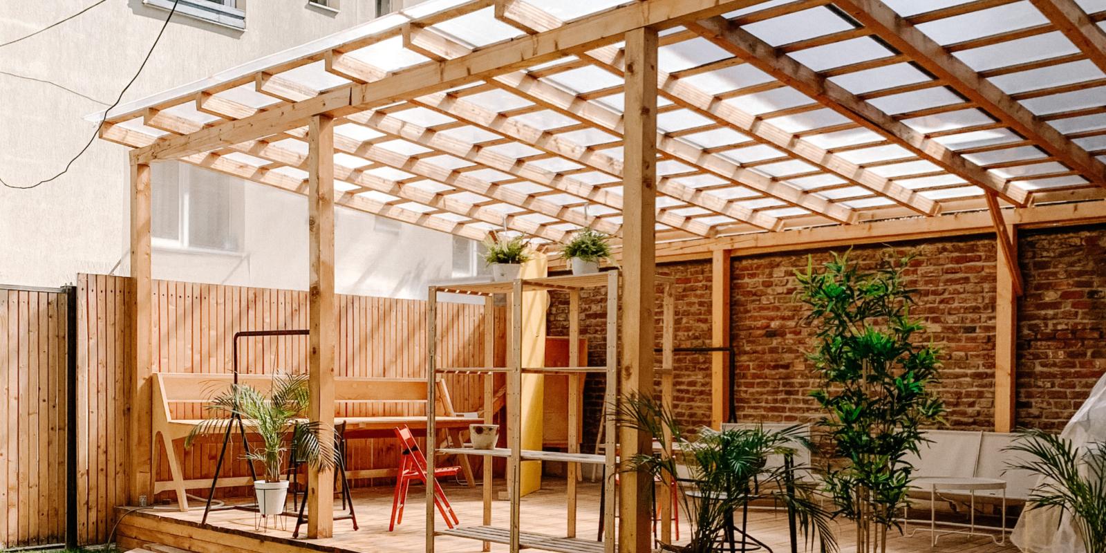 houten overkapping aan huis