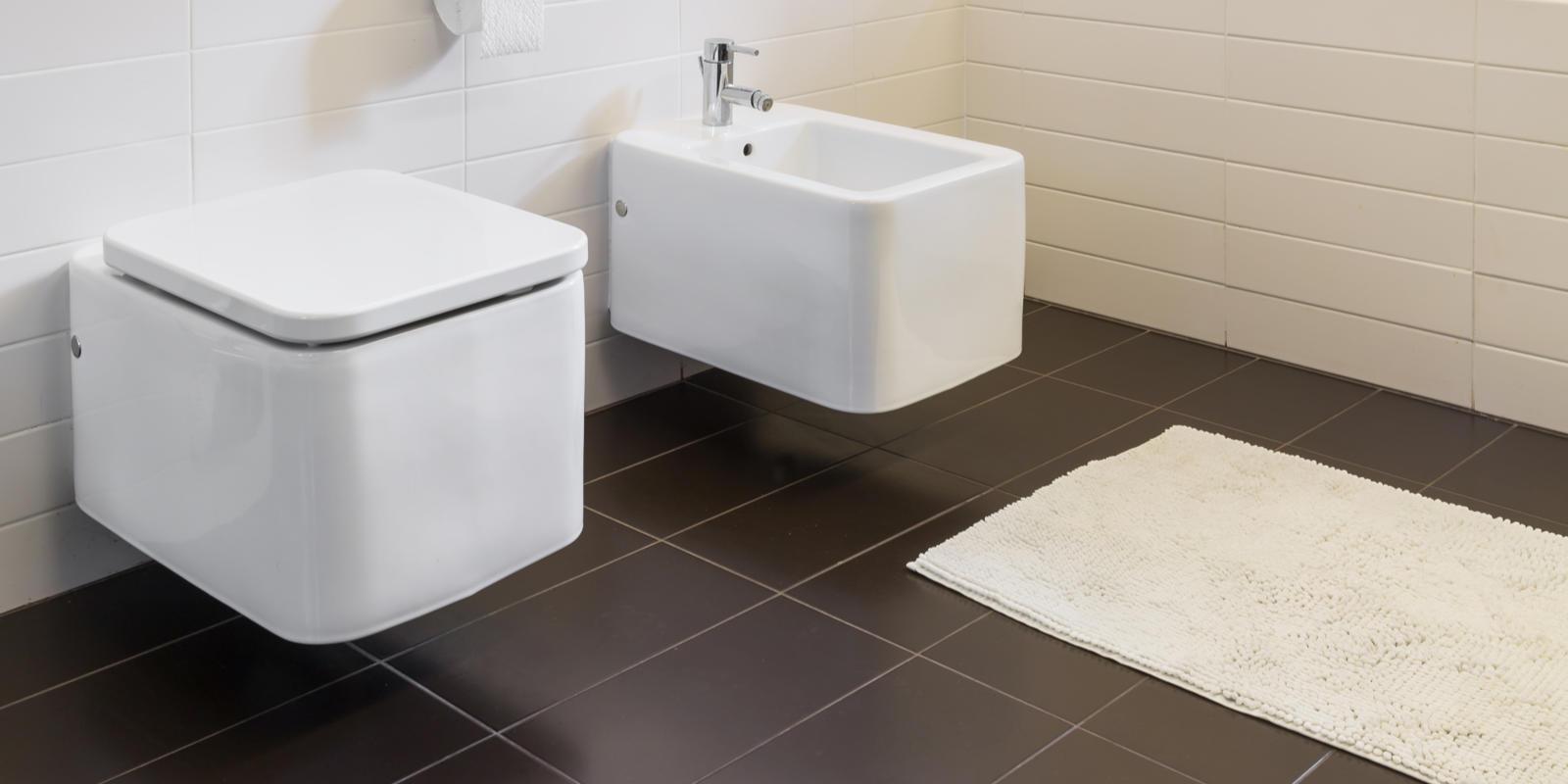 hangend toilet laten plaatsen kosten