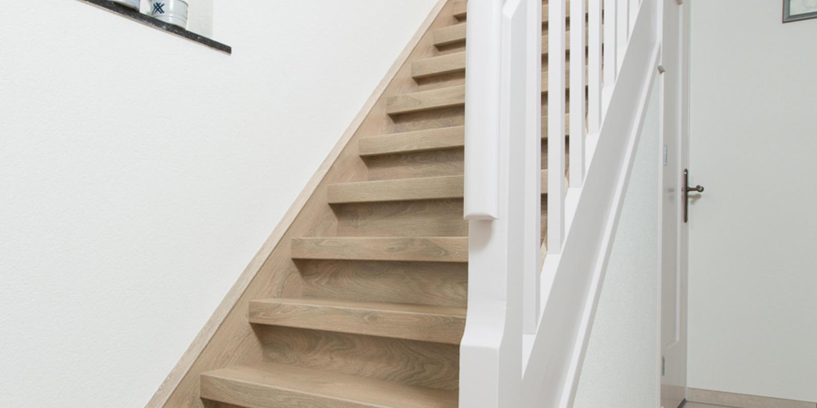 Trap bekleden met eiken kosten eiken trapbekleding slimster for Wat kost een houten trap
