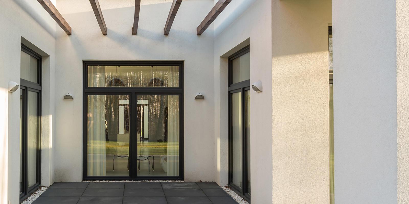 aluminium pui met openslaande deuren