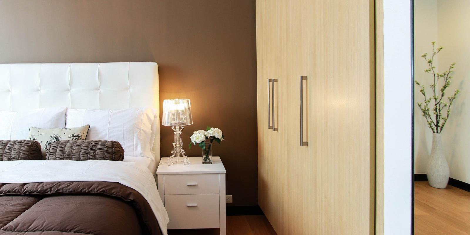 kleine slaapkamer kledingkast