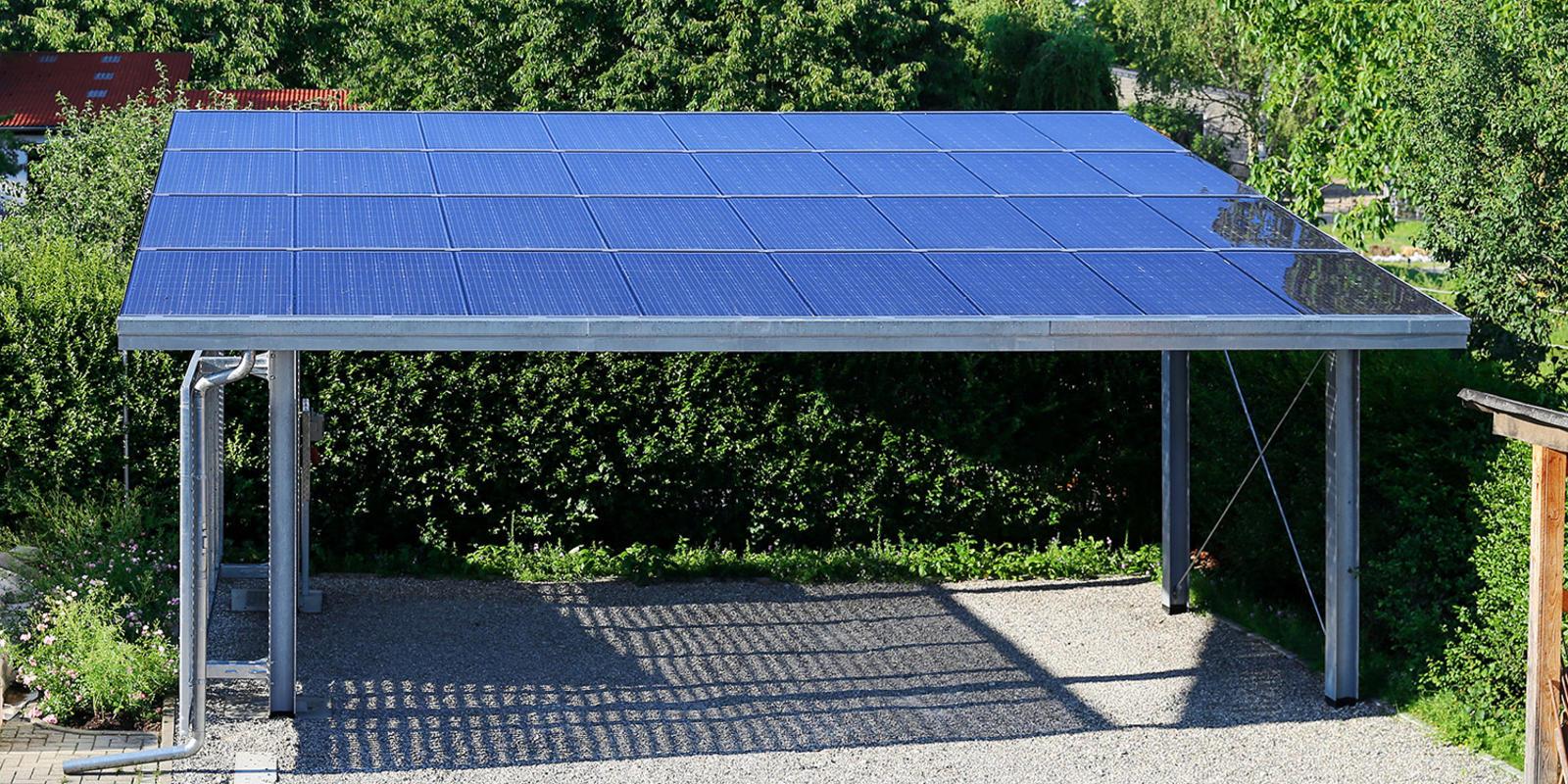 Aluminium carport met zonnepanelen