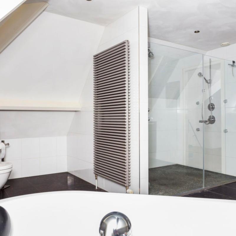 Designradiator in badkamer plaatsen | Prijs & mogelijkheden | Slimster
