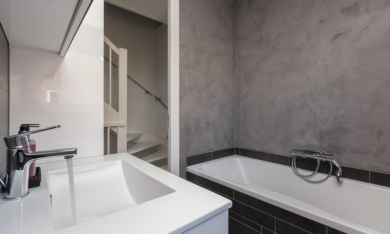 Badkamer laten stucen kosten vergelijk prijzen slimster