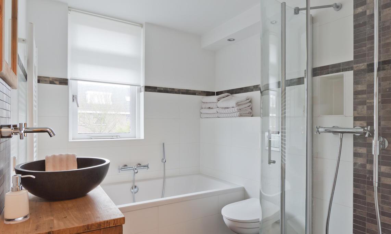 Schimmel In Badkamer : Zo verwijder je kalk en schimmel in je badkamer slimster