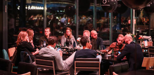 Increase & Slimster aan sponsor tafel tijdens Friends of Search 2020