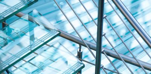 glazen trap plaatsen