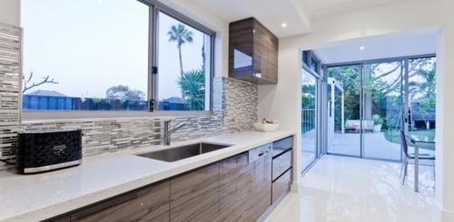 witte vloertegels keuken