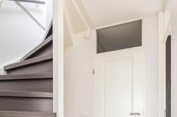 Hoe bovenlicht deur dichtmaken?