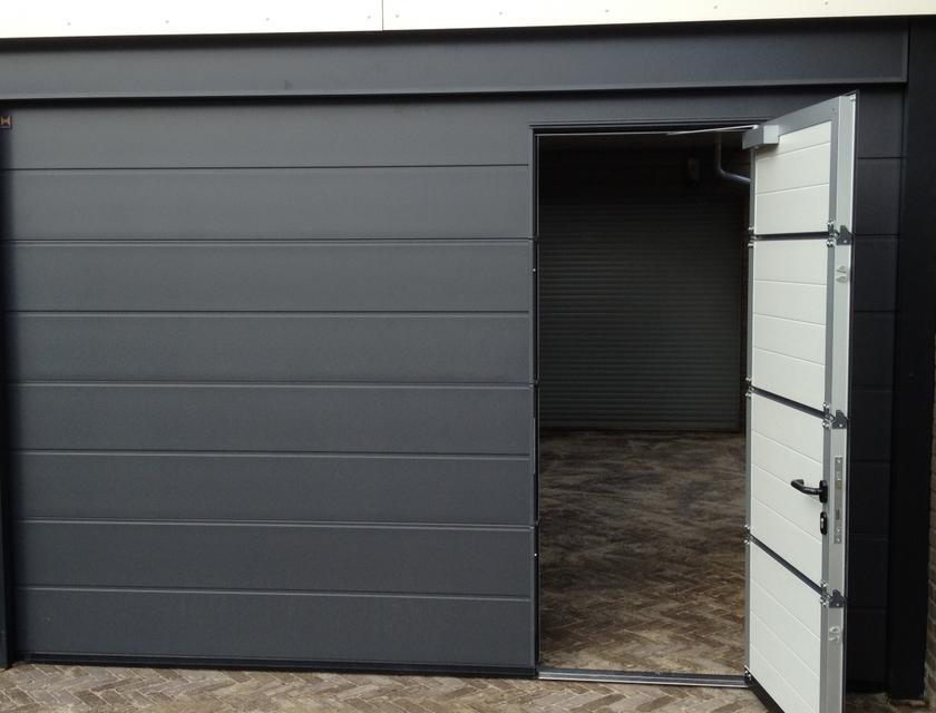 Garage loopdeur