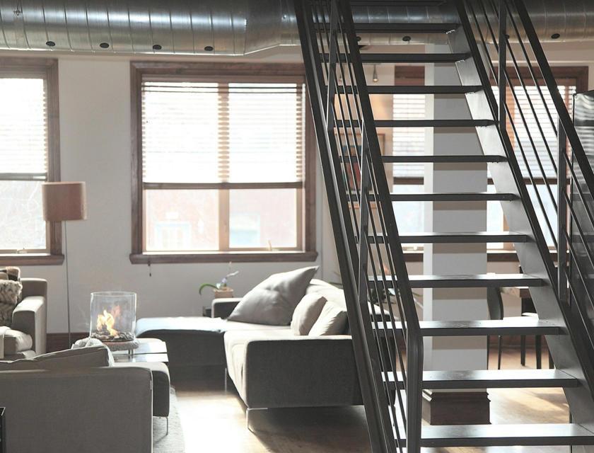 Metalen trap plaatsen
