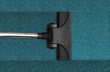 Hoe kun je vlekken verwijderen uit tapijt?