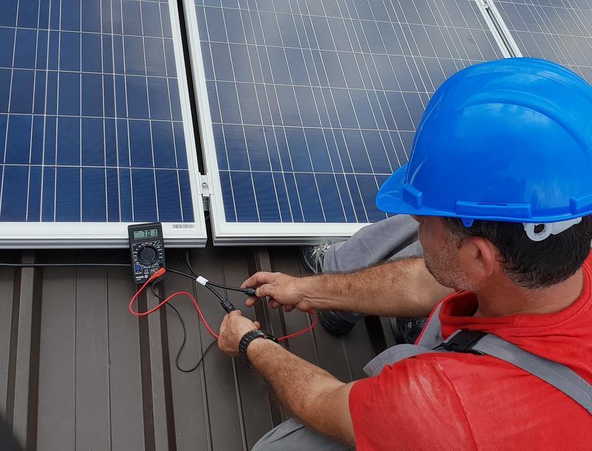 Zelf zonnepanelen installeren of laten doen?