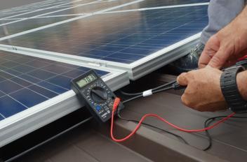 Kan je zelf zonnepanelen plaatsen?