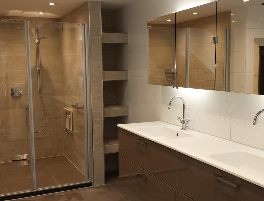 Badkamer Plaatsen Kosten : Badkamer verbouwen kosten? badkamerrenovatie prijzen info slimster