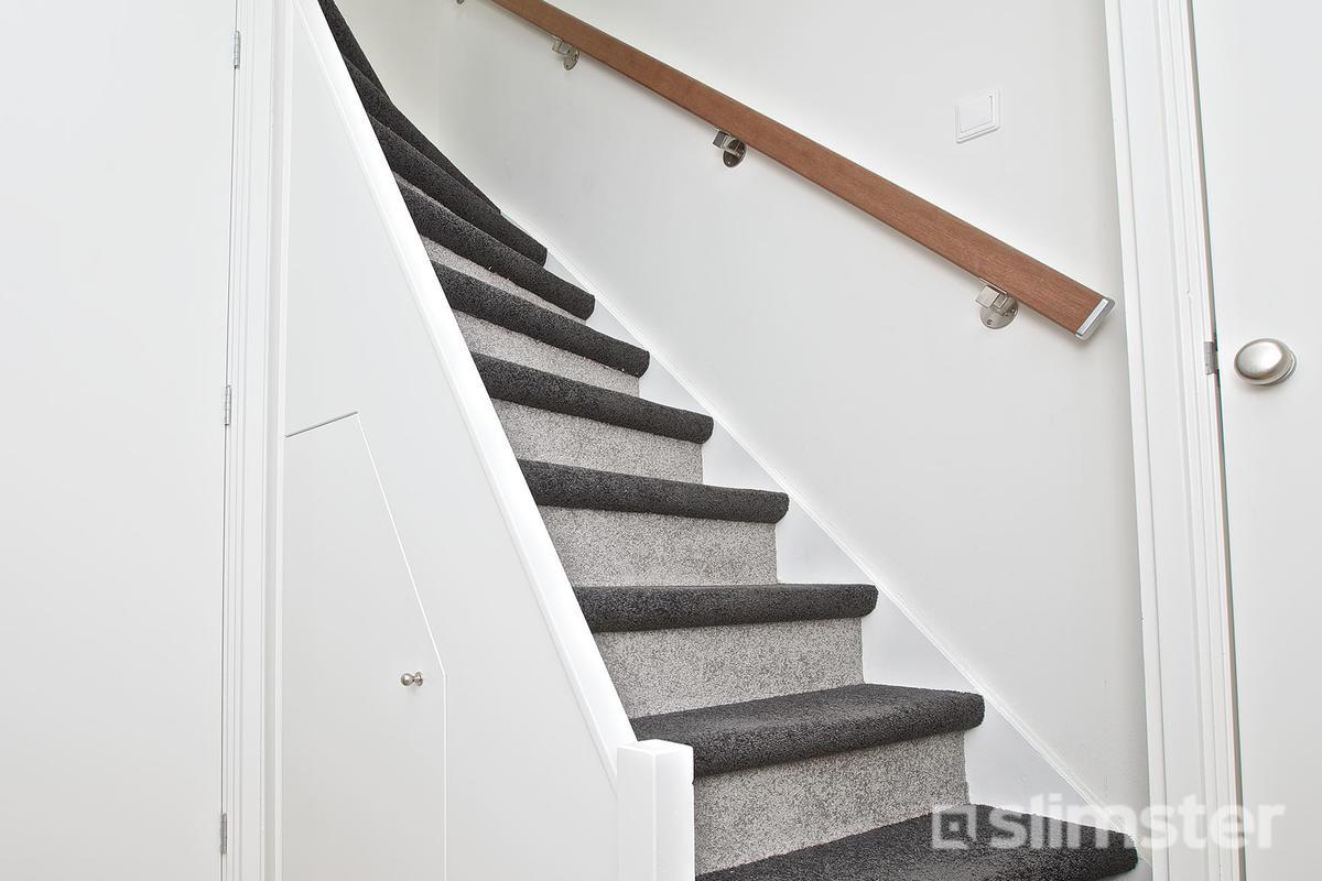 Trap bekleden stofferen trapbekleding met tapijt en sisal