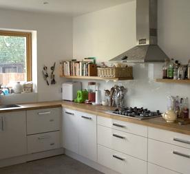 Uitbouw keuken aanbouwen via - Optimaliseren van een kleine keuken ...