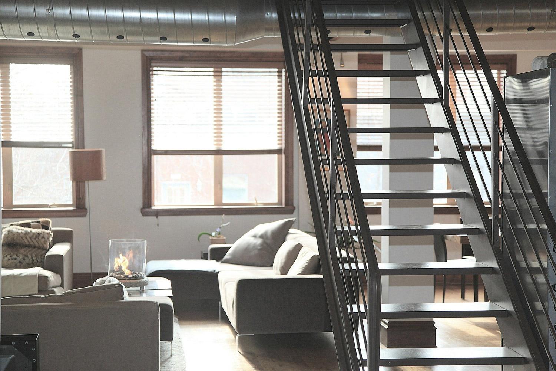 Nieuwe grijze trap