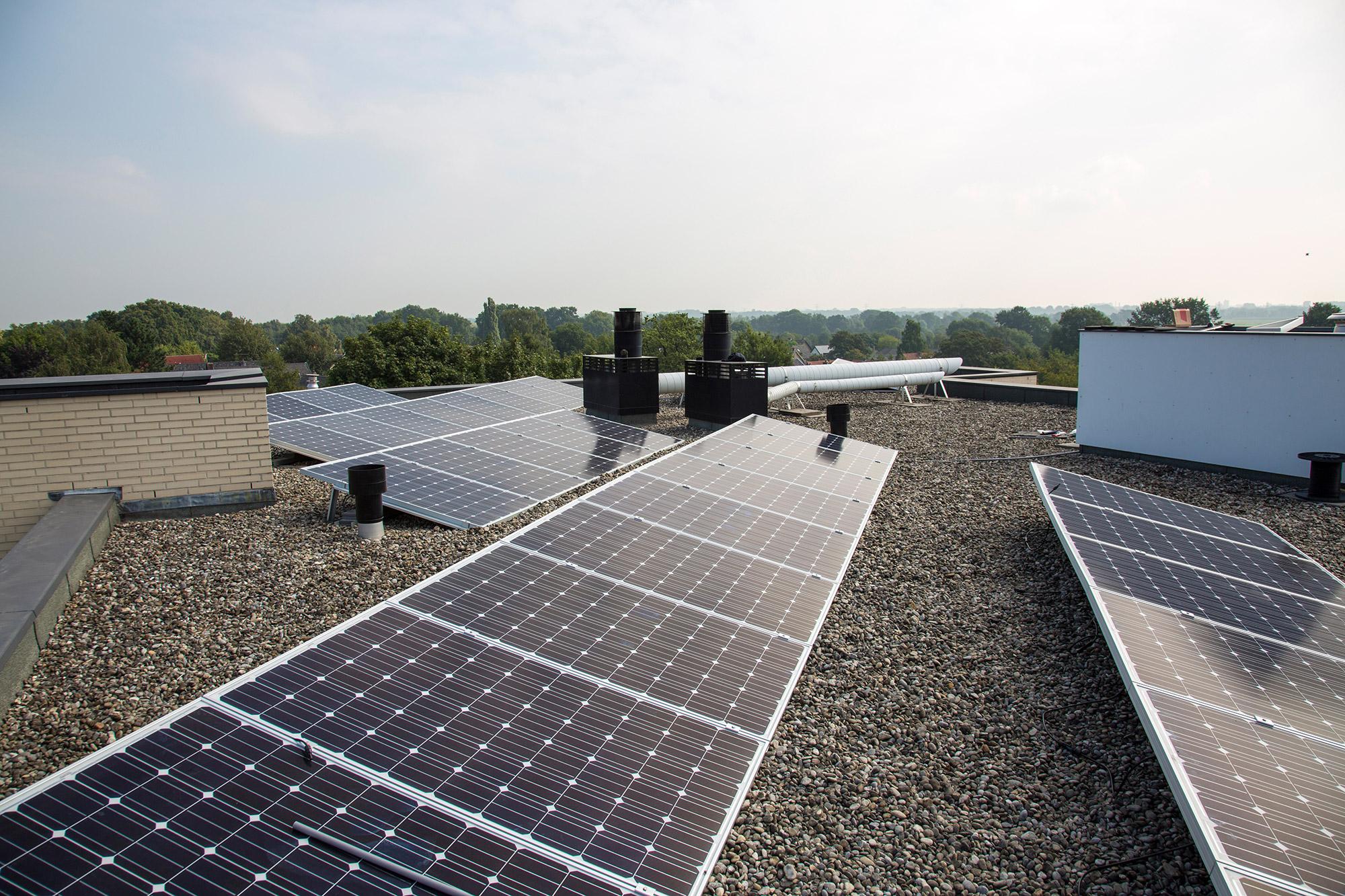 Zonnepanelen op plat dak plaatsen?